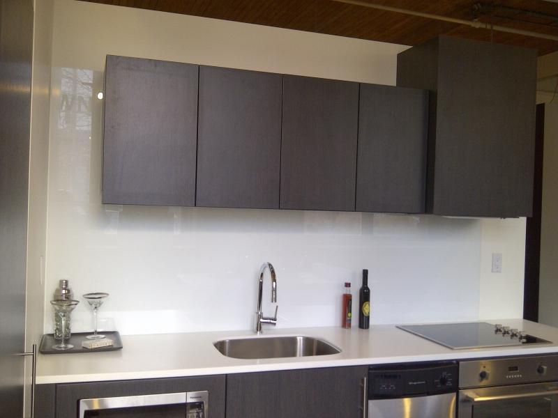 شیشه رنگی دکوراتیو آشپزخانه سفید